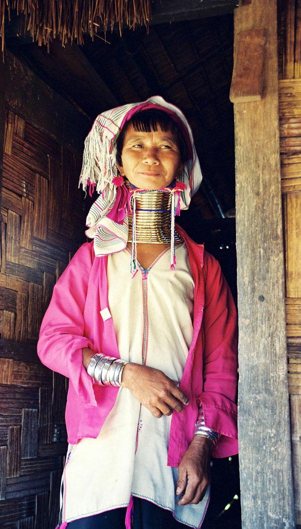Femme girafe birmane