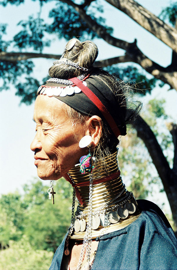 Femme girafe en Birmanie