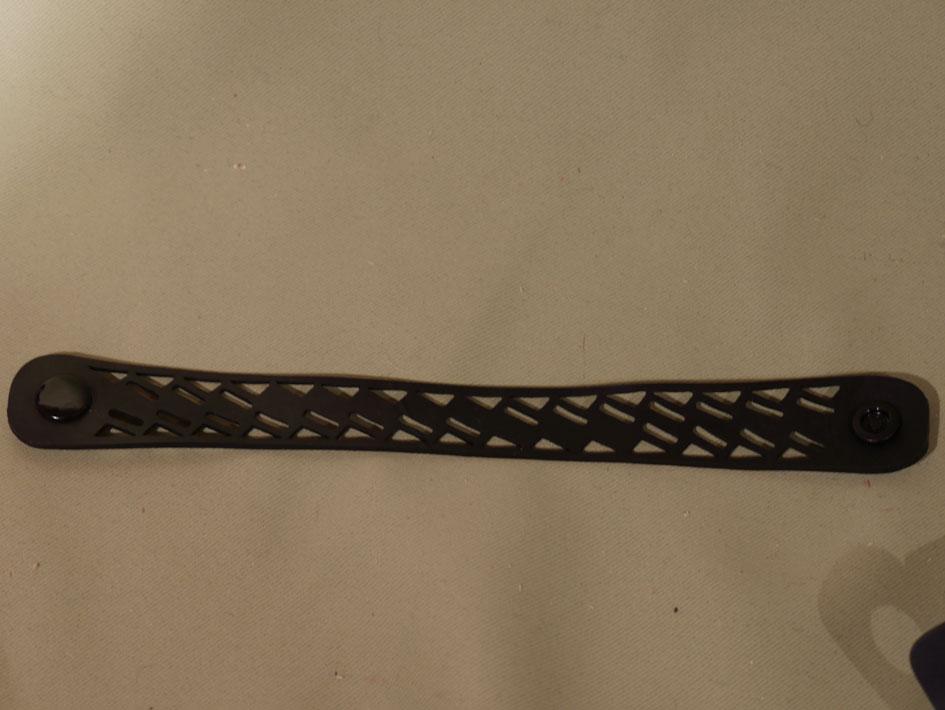 bracelet escalier noir sobre