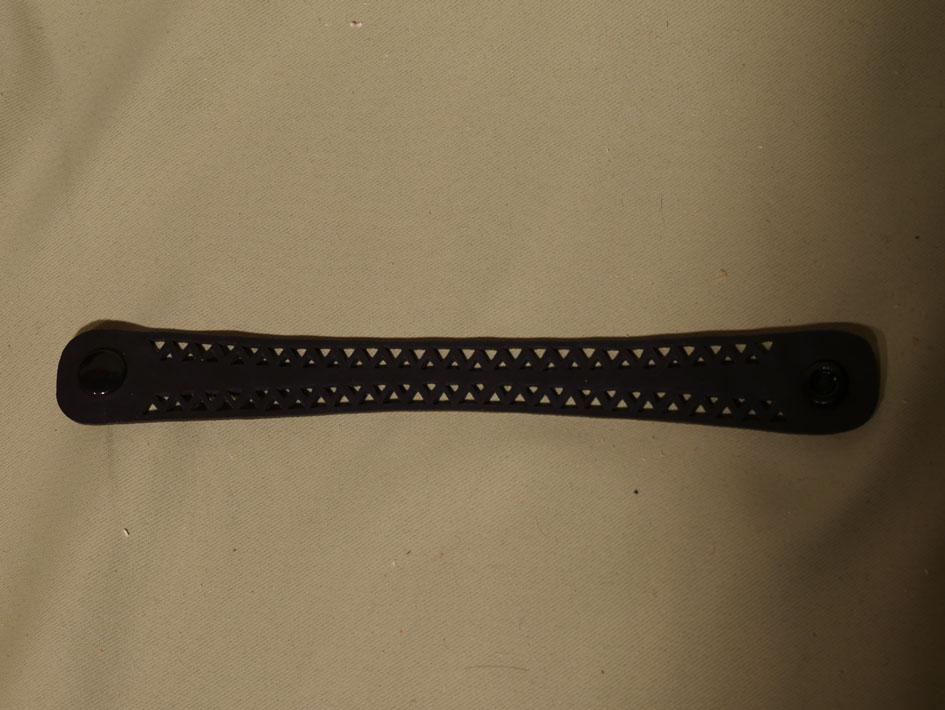bracelet triangle noir