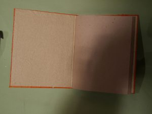 carnet de note orange ouvert