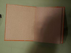 carnet de note orange ouvert