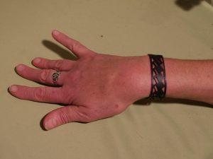 bracelet en escalier noir en situation
