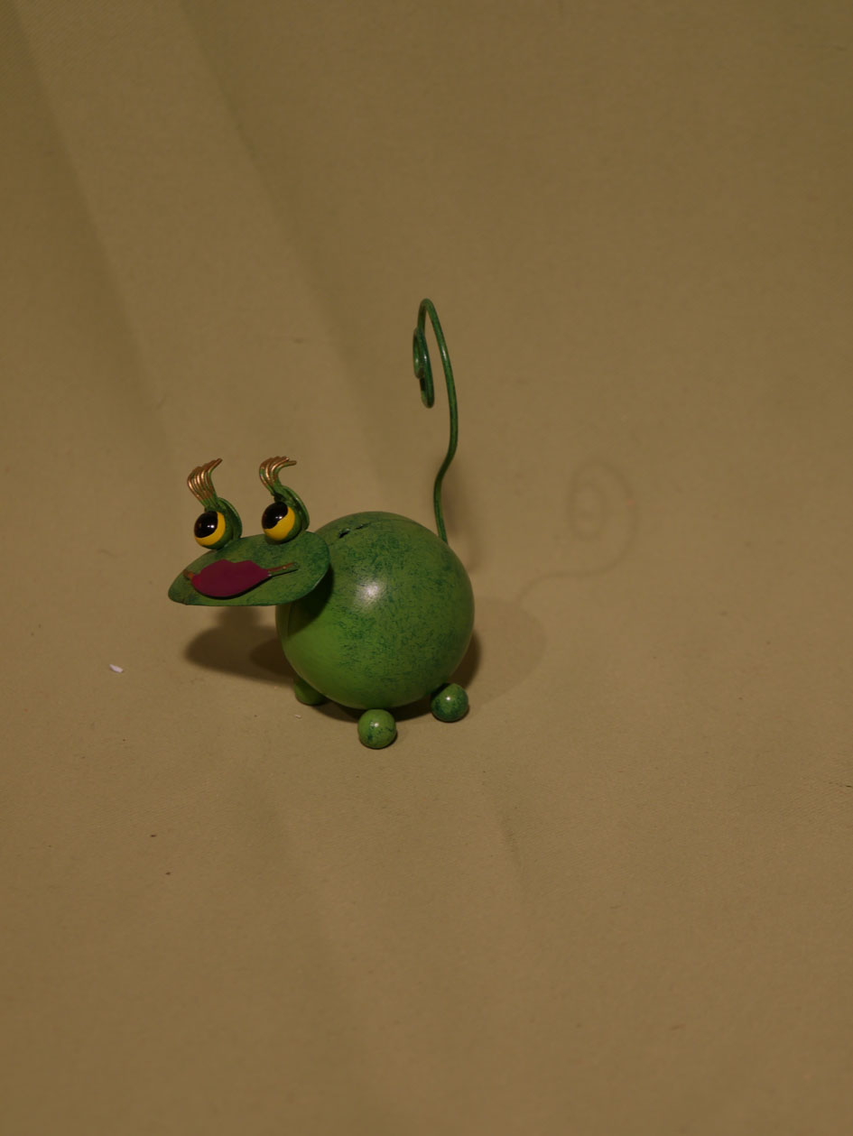grenouille verte maquillée