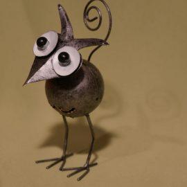 petit oiseau sur ses pattes