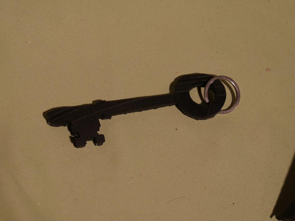 grande clé rouillée ancienne