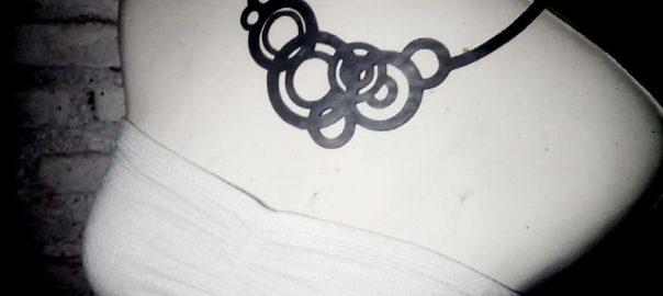Un collier méridien aux formes circulaires